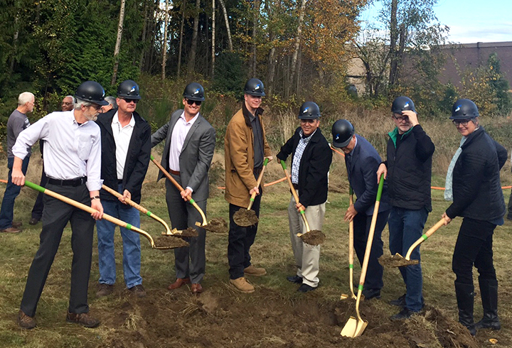 blogfeatured-image-twinlakeslanding-groundbreaking-shovels